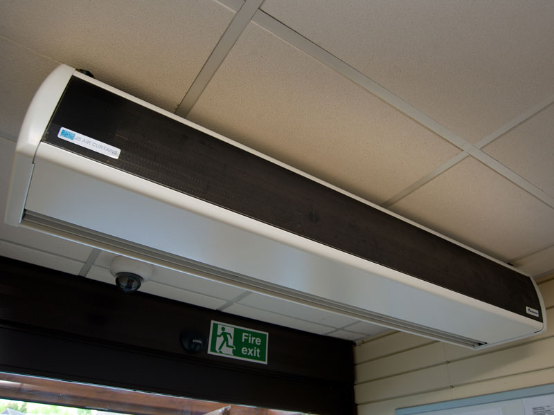Ceiling mounted air curtain