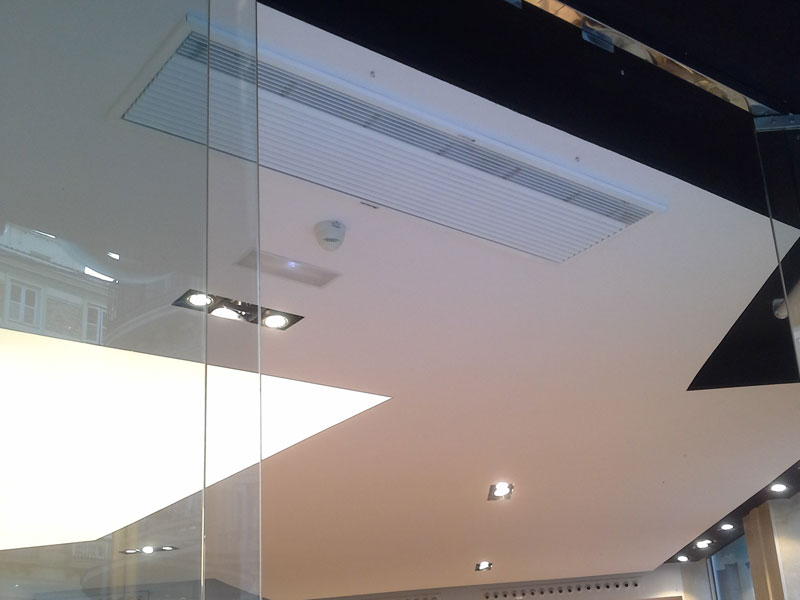 Recessed Opitma air curtain at Gody store, Malaga, Spain