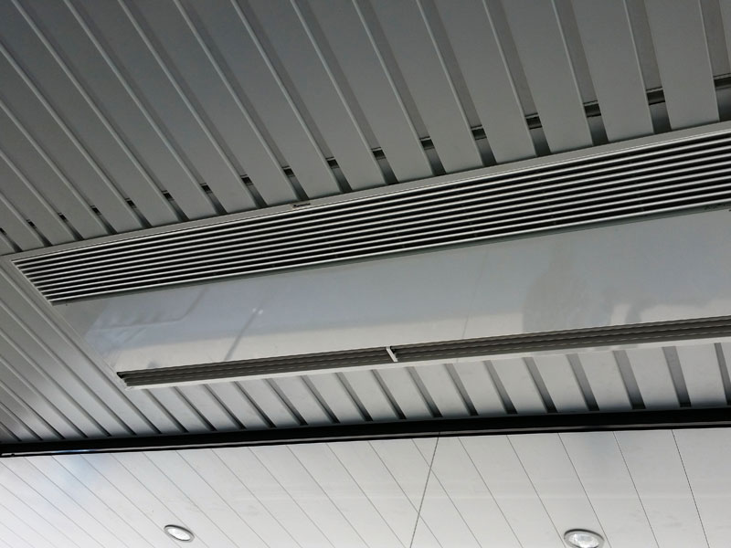 Windbox Suspended Ceilling air curtain at Aldi supermarket, Madrid